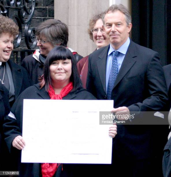 Dawn French and Prime Minister Tony Blair during Make Poverty History January 13 2005 at 10 Downing St in London Great Britain
