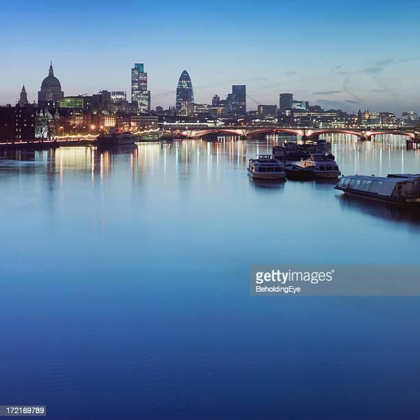 Dawn on the Thames XXL