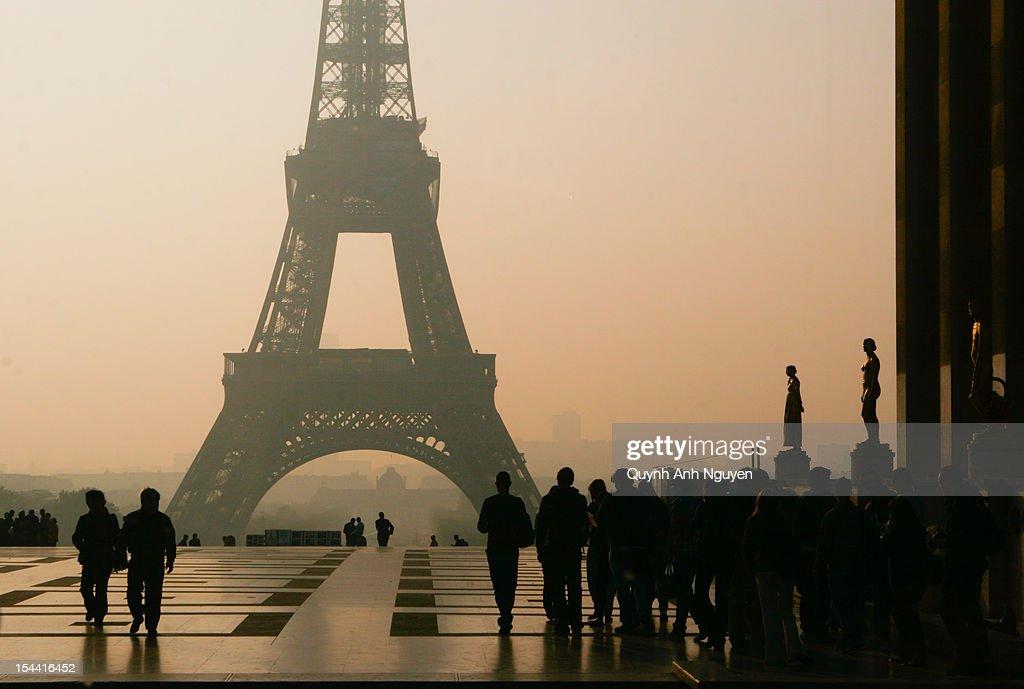 Dawn over Eiffel tower : Stock Photo