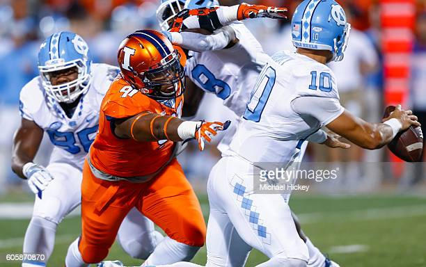 Dawuane Smoot of the Illinois Fighting Illini rushes and reaches for Mitch Trubisky of the North Carolina Tar Heels at Memorial Stadium on September...
