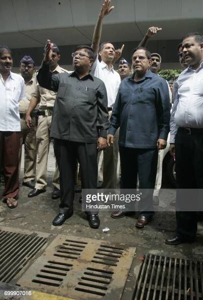 A day after the Hindmata junction was waterlogged due to heavy rains the Municipal Commissioner Swadheen Kshatriya and Chief Secretary JP Dange...