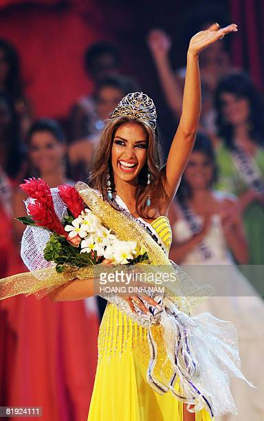 Dayana Mendoza Miss Venezuela waves to the audience as she is crowned Miss Universe 2008 at the final of the 57th Miss Universe contest held on July...