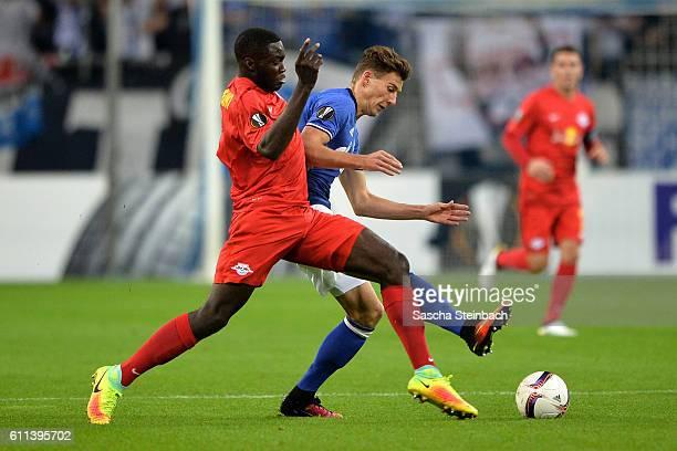 Dayot Upamecano of Salzburg and Leon Goretzka of Schalke battle for the ball during the UEFA Europa League match between FC Schalke 04 and FC...