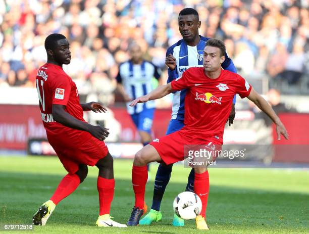 Dayot Upamecano Salomon Kalou of Hertha BSC and Stefan Ilsanker of RB Leipzig during the game between Hertha BSC and RB Leipzig on may 6 2017 in...