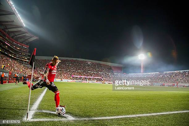 Dayro Moreno of Xolos kicks a corner during the 14th round match between Tijuana and Chiapas as part of the Torneo Apertura 2016 Liga MX at Caliente...