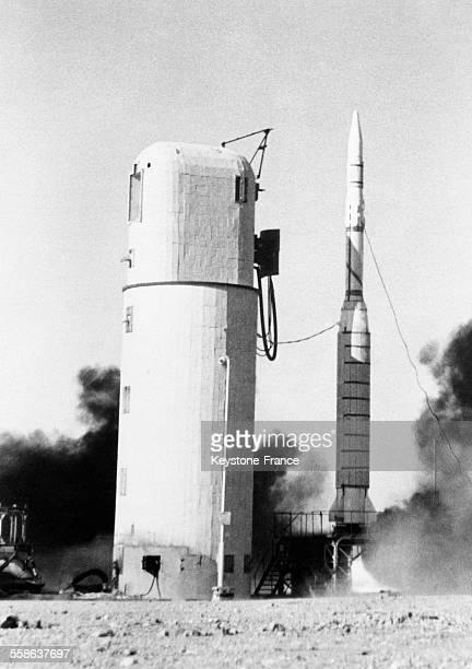Décollage de la fusée 'Diamant' qui a placé en orbite le premier satellite français 'AI' à Hammaguir Algérie le 27 novembre 1965