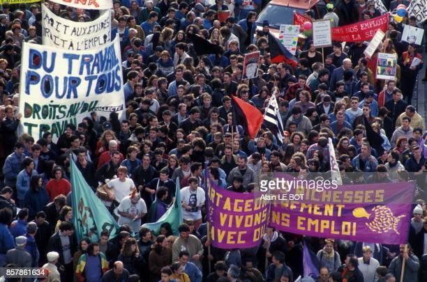De nombreux manifestants sont descendus dans la rue pour s'opposer au nouveau Contrat d'Insertion Professionnelle du gouvernement Balladur le 12 mars...