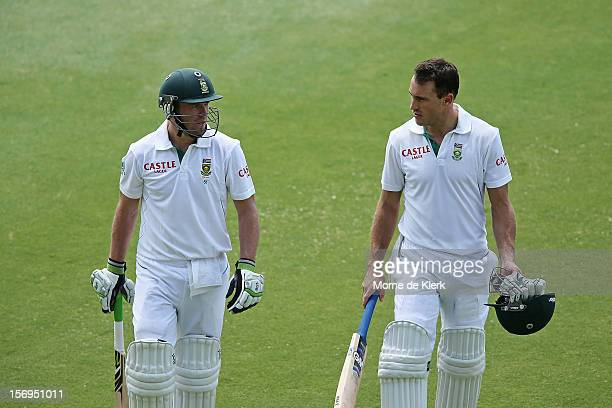 AB de Villiers and Faf du Plessis of South Africa leave the field at lunch time during day five of the Second Test Match between Australia and South...
