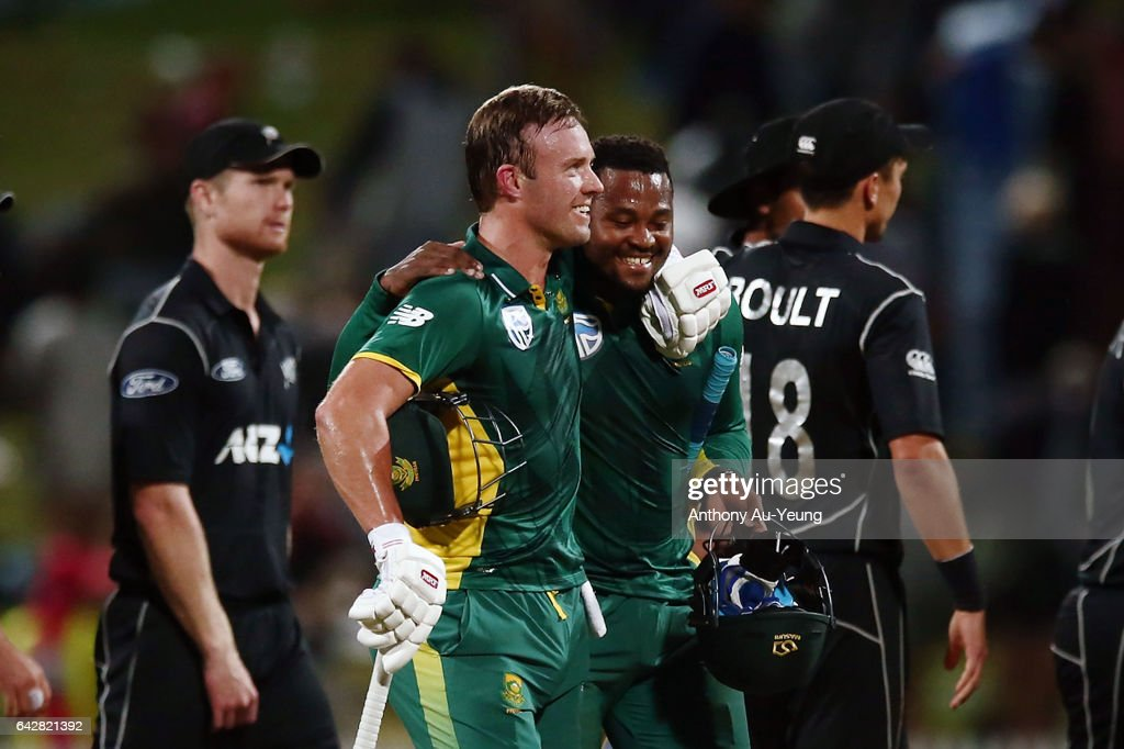 AB de Villiers of South Africa celebrates with teammate Andile Phehlukwayo after winning the First One Day International match between New Zealand and South Africa at Seddon Park on February 19, 2017 in Hamilton, New Zealand.
