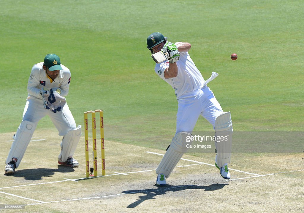 AB de Villiers of South Africa pulls a delivery during day 3 of the 1st Test match between South Africa and Pakistan at Bidvest Wanderers Stadium on February 03, 2013 in Johannesburg, South Africa.