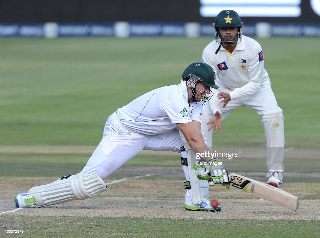 AB de Villiers of South Africa reverse sweeps a delivery during day 2 of the 1st Test match between South Africa and Pakistan at Bidvest Wanderers Stadium on February 2, 2013 in Johannesburg, South Africa.