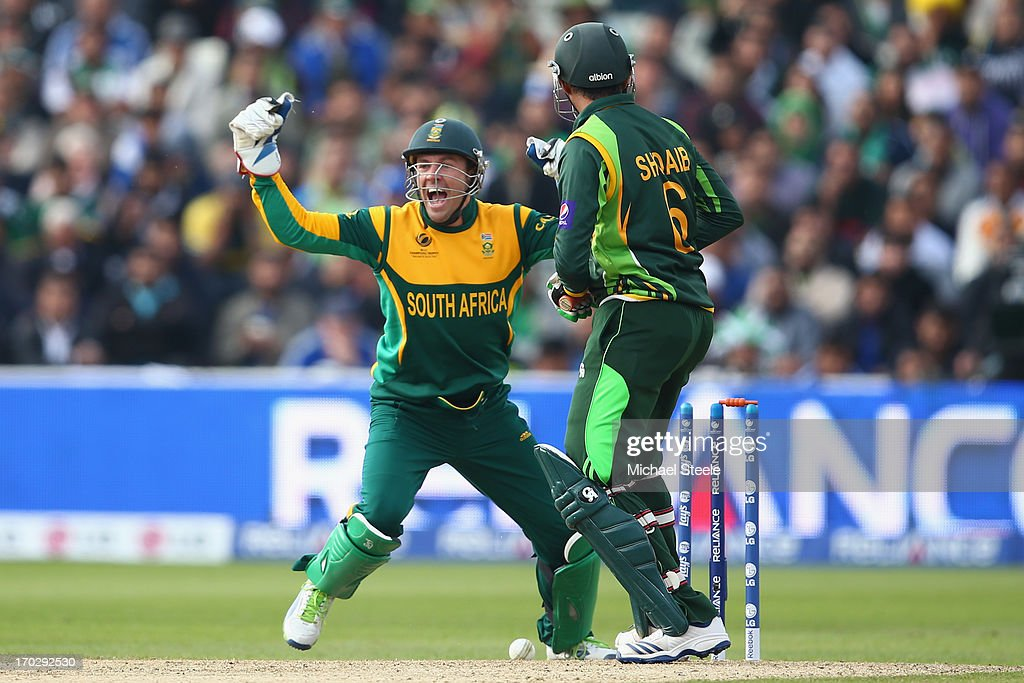 AB de Villiers (L) the wicketkeeper of South Africa celebrates as <a gi-track='captionPersonalityLinkClicked' href=/galleries/search?phrase=Shoaib+Malik&family=editorial&specificpeople=221455 ng-click='$event.stopPropagation()'>Shoaib Malik</a> (R) of Pakistan plays on and is bowled by JP Duminy during the ICC Champions Trophy Group B match between Pakistan and South Africa at Edgbaston on June 10, 2013 in Birmingham, England.