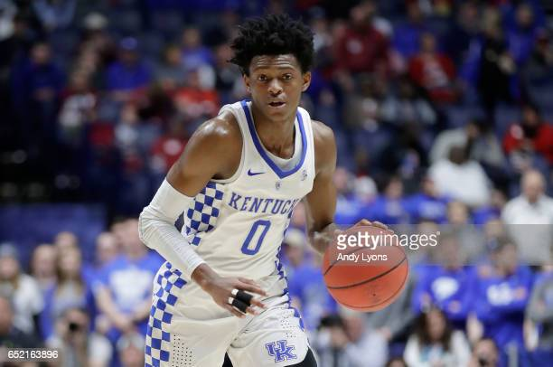 De'Aaron Fox of the Kentucky Wildcats dribbles the ball against the Alabama Crimson Tide during the semifinals of the SEC Basketball Tournament at...