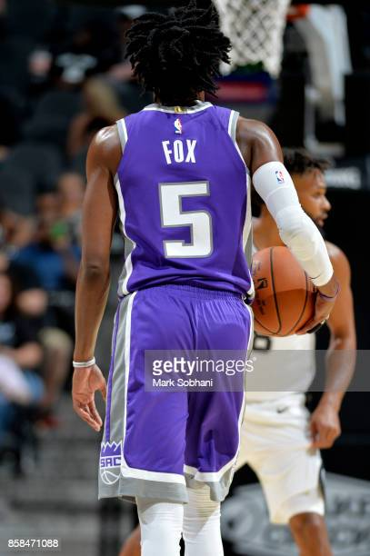 De'Aaron Fox of the Sacramento Kings handles the ball against the San Antonio Spurs on October 6 2017 at the ATT Center in San Antonio Texas NOTE TO...