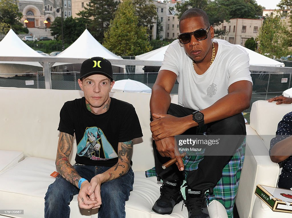 <a gi-track='captionPersonalityLinkClicked' href=/galleries/search?phrase=Deadmau5&family=editorial&specificpeople=5701846 ng-click='$event.stopPropagation()'>Deadmau5</a> (L) and JAY Z pose backstage during the 2013 Budweiser Made In America Festival at Benjamin Franklin Parkway on August 31, 2013 in Philadelphia, Pennsylvania.