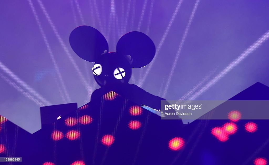 <a gi-track='captionPersonalityLinkClicked' href=/galleries/search?phrase=Deadmau5&family=editorial&specificpeople=5701846 ng-click='$event.stopPropagation()'>Deadmau5</a> performs at Ultra Music Festival - Weekend 1 at Bayfront Park Amphitheater on March 16, 2013 in Miami, Florida.
