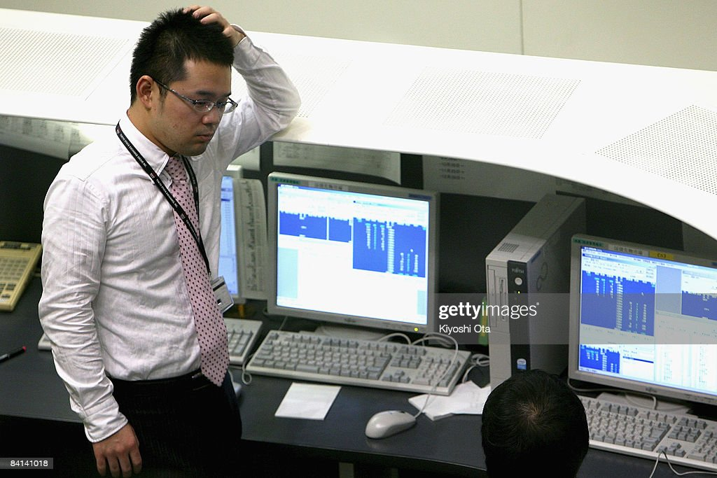 Dealers work on the last day of the year's trading at the Tokyo Stock Exchange on December 30 2008 in Tokyo Japan The Nikkei Stock Average closed up...