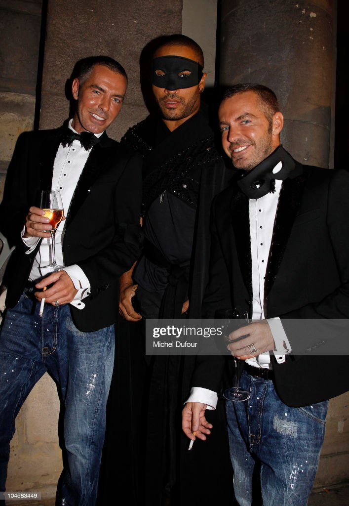 Vogue 90th Anniversary Party - Paris Fashion Week S/S 2011 - Photocall