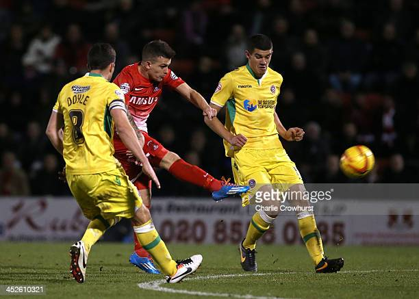 Dean Cox of Leyton Orient scores the equaliser during the Sky Bet League One match between Leyton Orient and Sheffield United at The Matchroom...