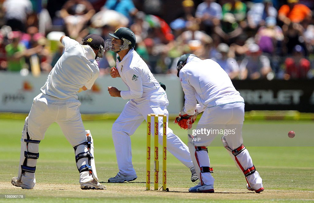 Dean Elgar (C) of South Africa evades the ball off BJ Watling's bat on the third day of the second and final test match between South Africa and New Zealand at the Axxess St George's Cricket Stadium on January 13, 2013 in Port Elizabeth. AFP Photo / Anesh Debiky