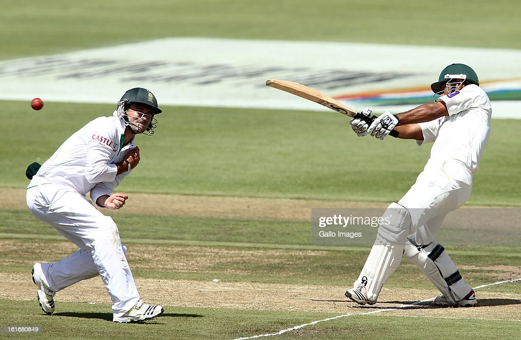 Dean Elgar of South Africa takes evasive action as Asad Shafiq of Pakistan pulls a delivery during Day One of the 2nd Test match between South Africa and Pakistan at Sahara Park Newlands on February 14, 2013 in Cape Town, South Africa.