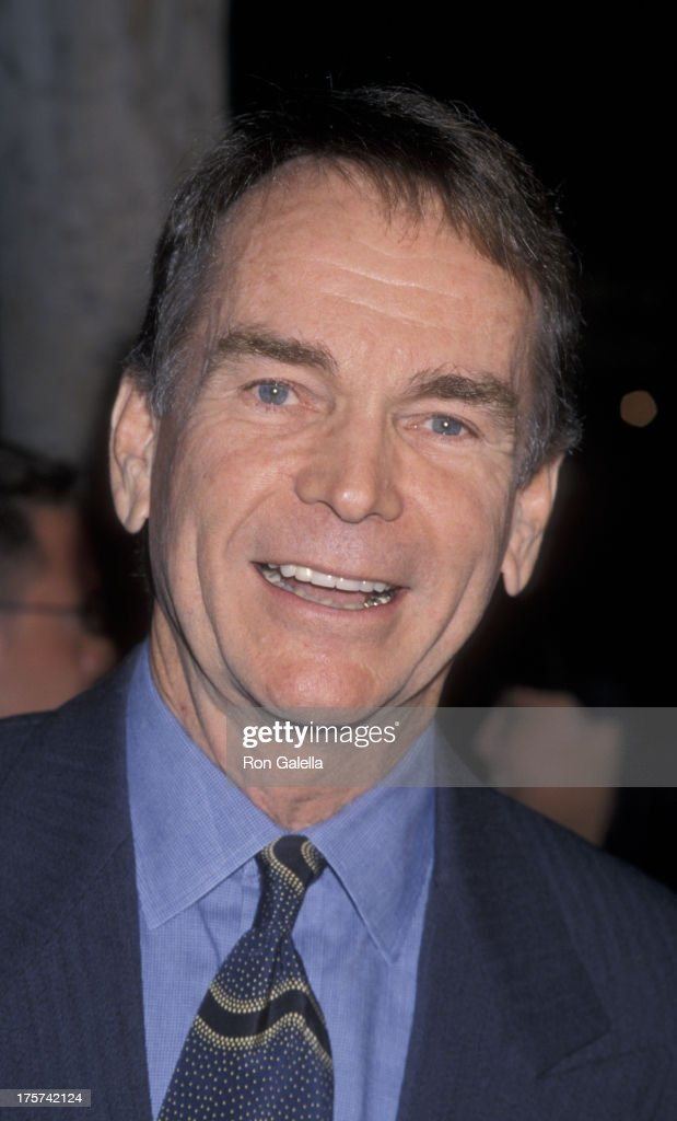 Dean Jones attends the premiere of 'Life Is Beautiful' on October 22, 1998 at Mann Chinese Theater in Hollywood, California.