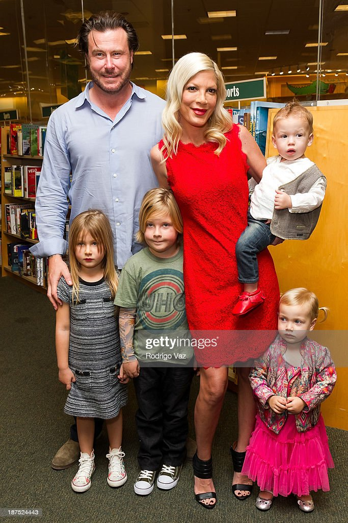 """Tori Spelling Signs Copies Of Her New Book """"Spelling It Like It Is"""""""