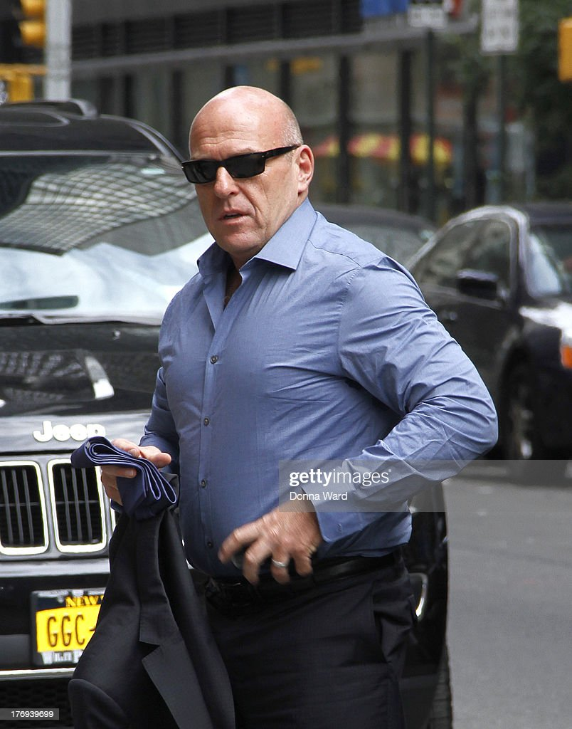 <a gi-track='captionPersonalityLinkClicked' href=/galleries/search?phrase=Dean+Norris&family=editorial&specificpeople=4195761 ng-click='$event.stopPropagation()'>Dean Norris</a> arrives for the 'Late Show with David Letterman' at Ed Sullivan Theater on August 19, 2013 in New York City.
