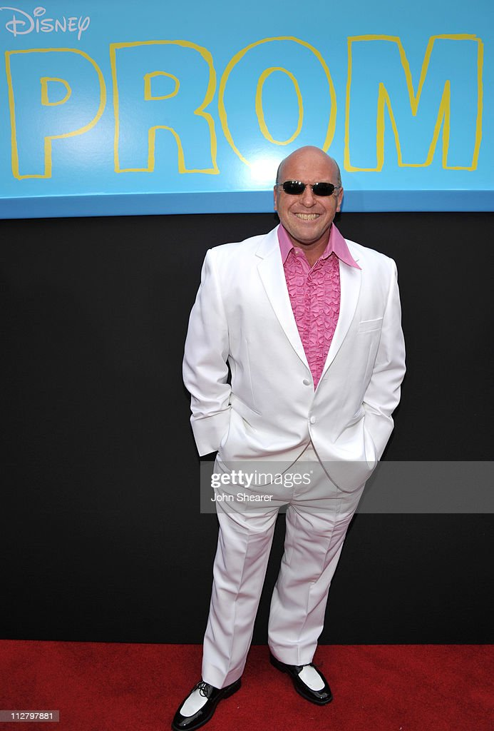 <a gi-track='captionPersonalityLinkClicked' href=/galleries/search?phrase=Dean+Norris&family=editorial&specificpeople=4195761 ng-click='$event.stopPropagation()'>Dean Norris</a> arrives to the 'Prom' World Premiere at the El Capitan Theatre on April 21, 2011 in Hollywood, California.