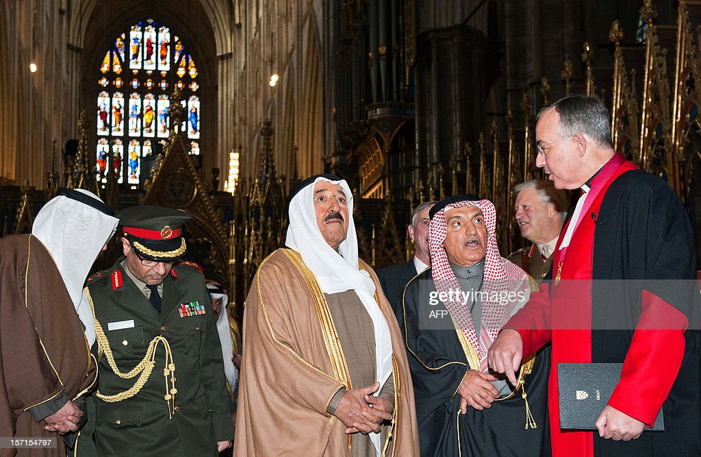 Dean of Westminster John Hall (R) shows the Emir of Kuwait, Sheikh Sabah al-Ahmad al-Jaber al-Sabah (C), around Westminster Abbey in London on November 29, 2012. The Emir of Kuwait is on day three of his state visit which is the first from Kuwait to Britain since 1995. AFP PHOTO/WILL OLIVER