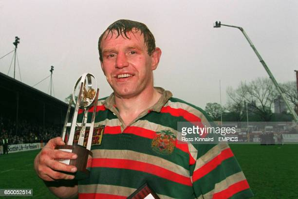 Dean Richards Leicester captain stands with the league trophy