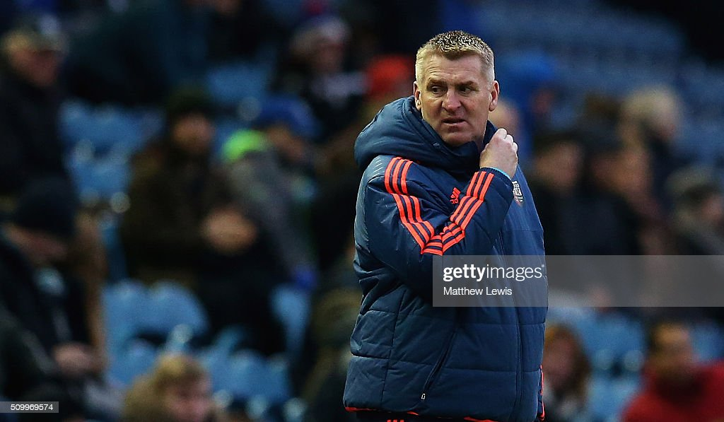 Dean Smith, manager of Brentford looks on during the Sky Bet Championship match between Sheffield Wednesday and Brentford at Hillsborough Stadium on February 13, 2016 in Sheffield, United Kingdom.
