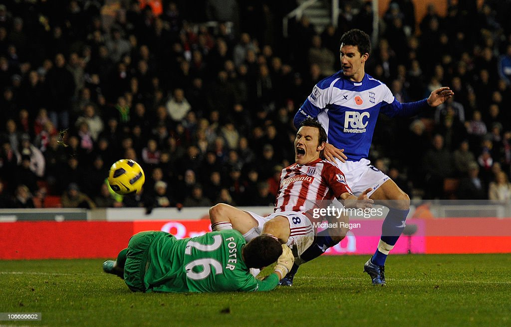 <a gi-track='captionPersonalityLinkClicked' href=/galleries/search?phrase=Dean+Whitehead&family=editorial&specificpeople=185232 ng-click='$event.stopPropagation()'>Dean Whitehead</a> of Stoke scores to make it 3-2 during the Barclays Premier League match between Stoke City and Birmingham City at the Britannia Stadium on November 9, 2010 in Stoke on Trent, England.