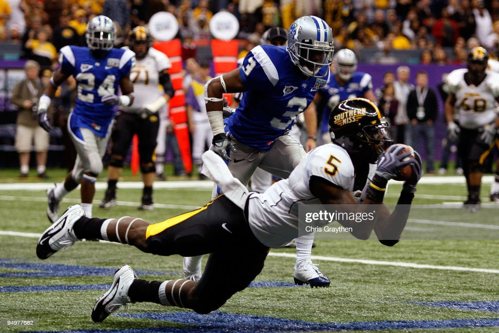 DeAndre Brown of the Southern Miss Golden Eagles catches a pass for a two point conversion over Marcus Udell of the Middle Tennessee Blue Raiders...