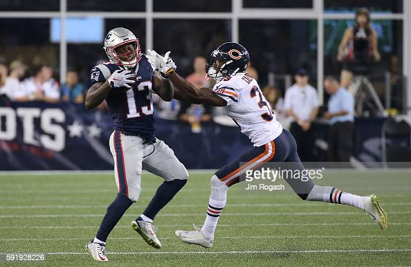 Deandre-carter-of-the-new-england-patriots-makes-the-catch-as-taveze-picture-id591928226?s=594x594