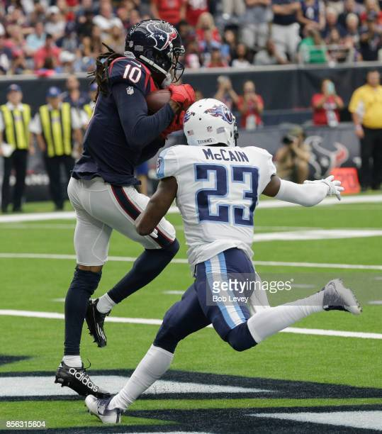 DeAndre Hopkins of the Houston Texans catches a 8 yard pass for a touchdown in front of Brice McCain of the Tennessee Titans in the first quarter at...