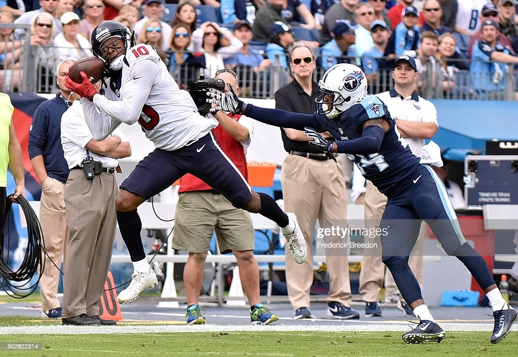 DeAndre Hopkins #10 of the Houston Texans makes a reception against Coty Sensabaugh #24 of the Tennessee Titans during the first half at Nissan Stadium on December 27, 2015 in Nashville, Tennessee.