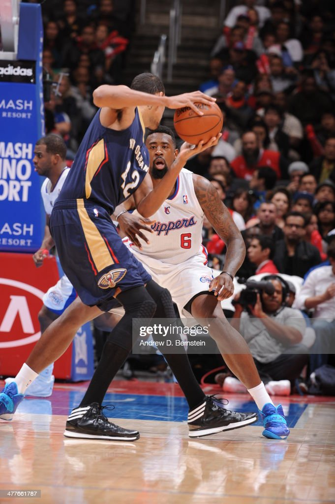 <a gi-track='captionPersonalityLinkClicked' href=/galleries/search?phrase=DeAndre+Jordan&family=editorial&specificpeople=4665718 ng-click='$event.stopPropagation()'>DeAndre Jordan</a> #6 of the Los Angeles Clippers defends against the New Orleans Pelicans at STAPLES Center on March 1, 2014 in Los Angeles, California.