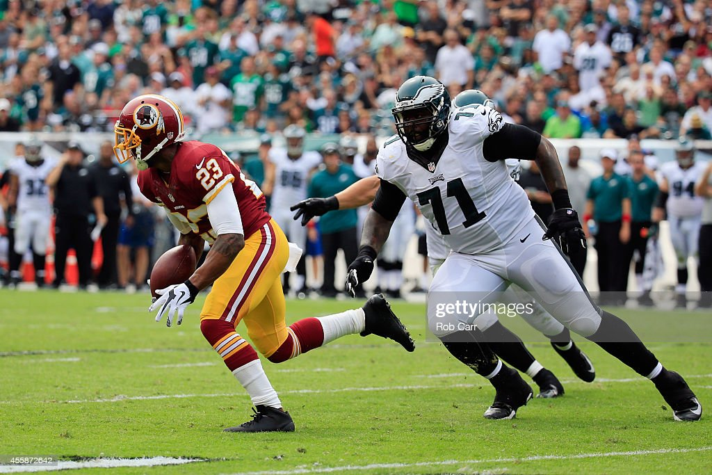 DeAngelo Hall of the Washington Redskins returns a fumble in the second quarter against Jason Peters of the Philadelphia Eagles at Lincoln Financial...