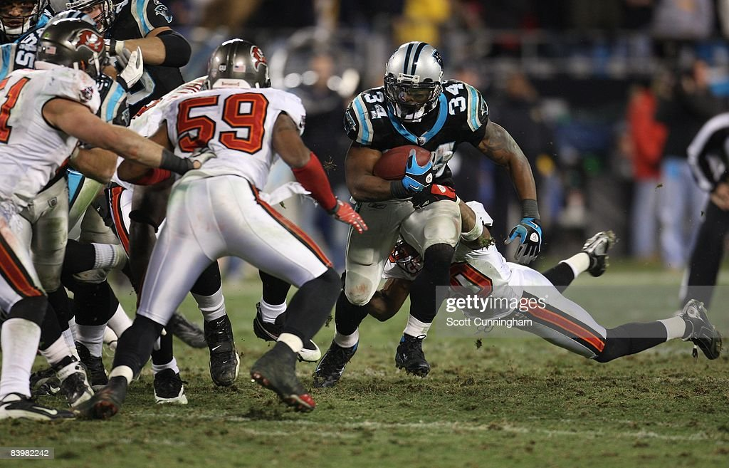 DeAngelo Williams #34 of the Carolina Panthers carries the ball against the Tampa Bay Buccaneers at Bank of America Stadium on December 8, 2008 in Charlotte, North Carolina.