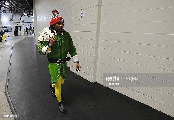 DeAngelo Williams of the Pittsburgh Steelers arrives to Heinz Field as an Elf before the game between the Pittsburgh Steelers and the Baltimore...