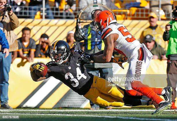 DeAngelo Williams of the Pittsburgh Steelers dives towards the end zone in front of Christian Kirksey of the Cleveland Browns for an 11 yard...