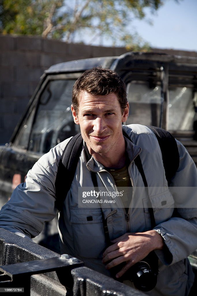 Death Of Two Photographers Of Press In Libya. Deux photographes de presse trouvent la mort dans Misrata assiégée : ici, plan souriant de face du Britannique Tim HETHERINGTON (41 ans), journaliste pour Vanity Fair, la veille de sa mort en Libye, 18 avril 2011.