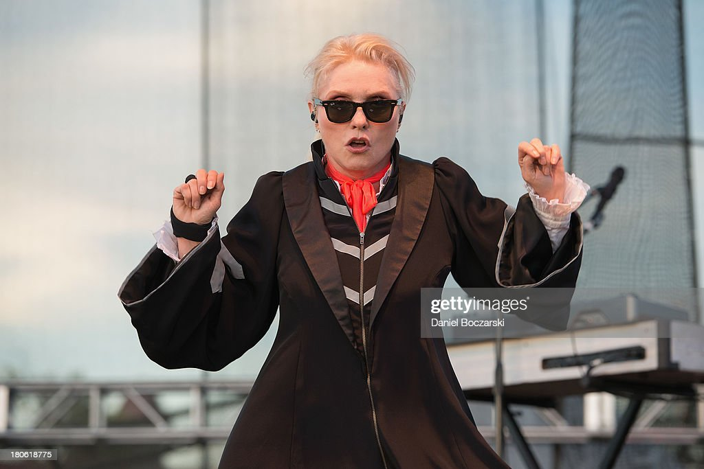 <a gi-track='captionPersonalityLinkClicked' href=/galleries/search?phrase=Debbie+Harry&family=editorial&specificpeople=209145 ng-click='$event.stopPropagation()'>Debbie Harry</a> of Blondie performs on stage on Day 2 of Riot Fest and Carnival 2013 at Humboldt Park on September 14, 2013 in Chicago, Illinois.