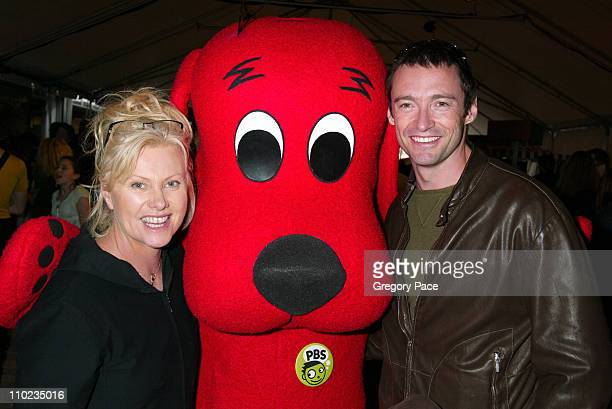 deborralee furness and hugh jackman with clifford the big red dog - Clifford The Big Red Dog Halloween Costume