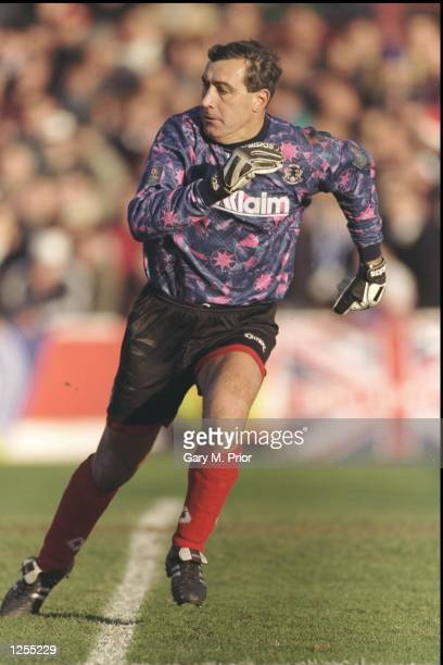 Peter Shilton Leyton Orient goalkeeper playing his 1000th league game against Brighton The 1st division game ended in a 20 win for Leyton Orient...
