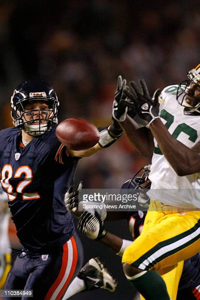 Dec 31 2006 Chicago IL USA Green Bay Packers DONALD LEE against Chicago Bears HUNTER HILLENMEYER at Soldier Field in Chicago Ill on Dec 31 2006 The...