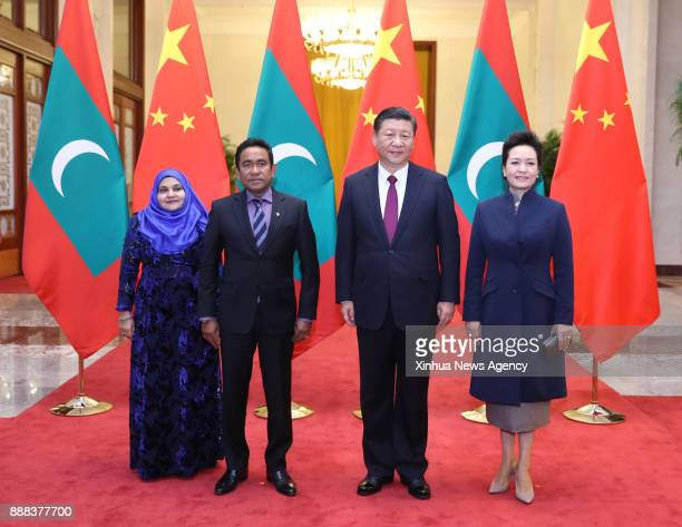 Chinese President Xi Jinping and his wife Peng Liyuan pose for group photos with Maldives President Abdulla Yameen Abdul Gayoom and his wife at the...