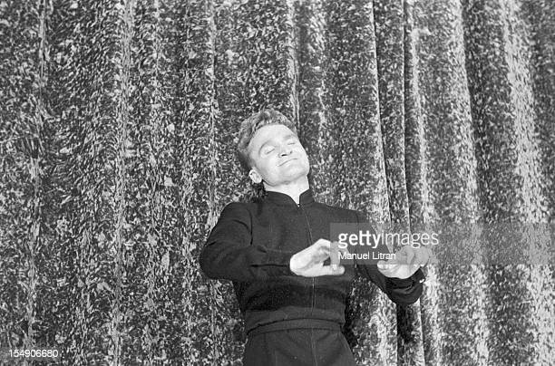 December 1956 John Albert has left 'The Companions of the song' to try a solo career John Albert on stage