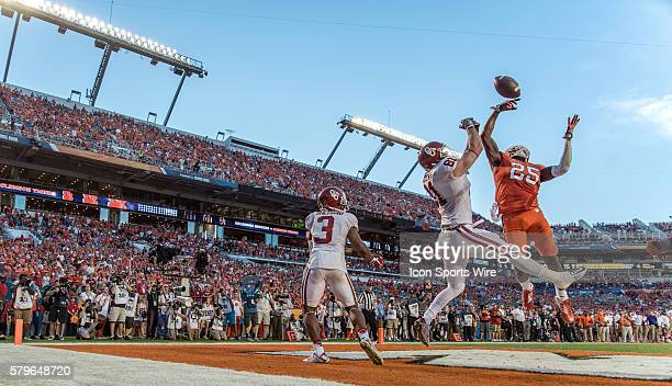 Clemson Tigers cornerback Cordrea Tankersley prevents Oklahoma Sooners tight end Mark Andrews from catching a pass in the endzone for a touchdown in...